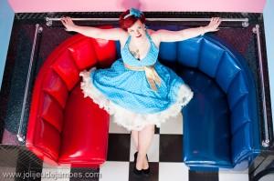 seance-photo-portrait-de-femme-photographe-boudoir-lille-nord-pas-de-calais-robes-pinup-memphis-cafe (1)