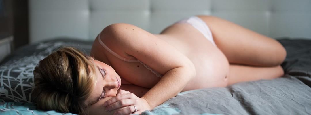 seance-photo-boudoir-grossesse-maternite-photographe-lille-femme-enceinte-idee-cadeau-nord-belgique-arras (12)