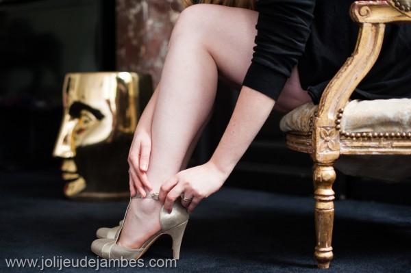 seance-photo-boudoir-photographe-lille-jambes-se-sentir-belle-chaussures-nature
