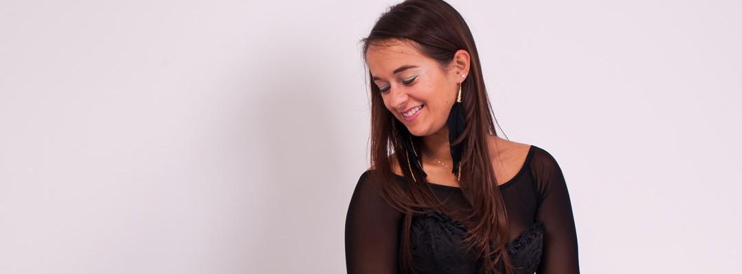 seance-photo-portrait-de-femme-studio-glamour-feminite-corporate-femme-entrepreneur-photographe-lille (1)-2