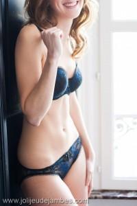 seance-photo-boudoir-lille-photographe-femme-lingerie-portrait-chambre-cadeau-original-futur-mari (8)