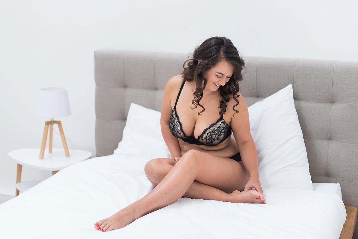 photographe lingerie nord pas-de-calais seance photo boudoir lille joli jeu de jambes