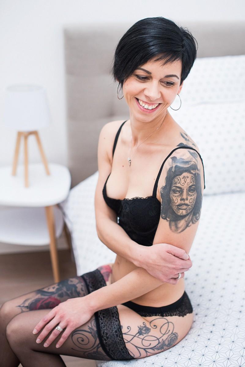 photographie en lingerie naturel et beauté un joli sourire photographié par la spécialiste de la photo de femme à Lille