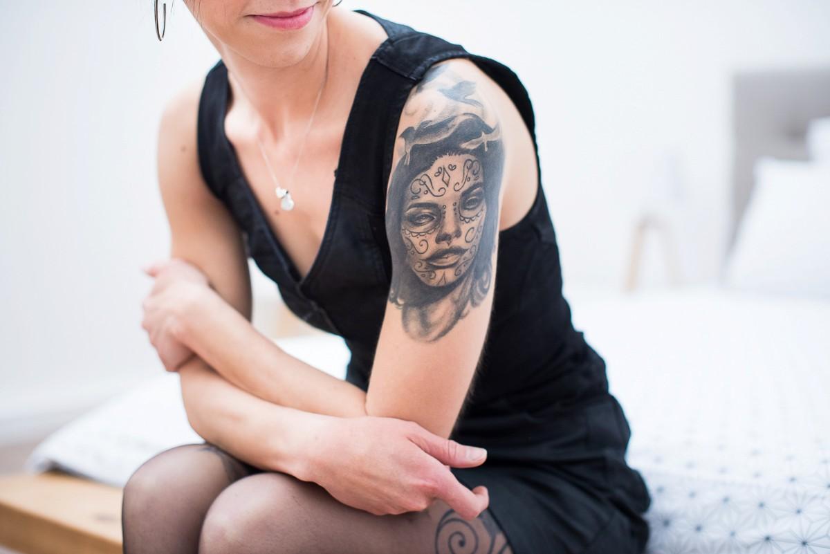 séance photo boudoir avec tatouages
