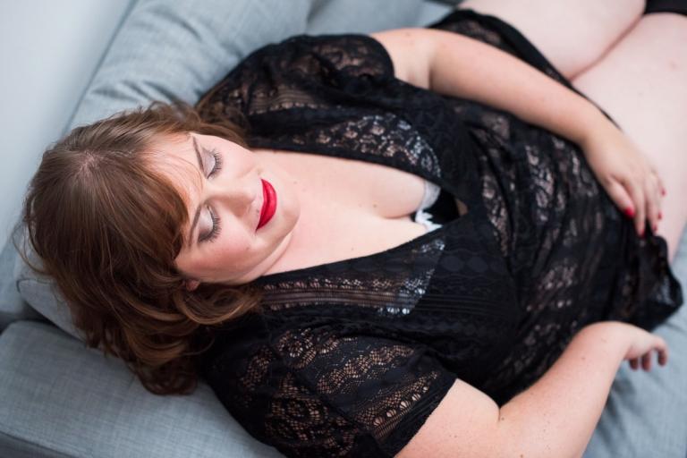 mettre en valeur une femme ronde photographe boudoir lingerie nord