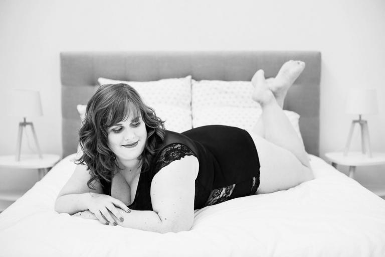 Séance photo femme ronde photographe lingerie glamour boudoir Lille