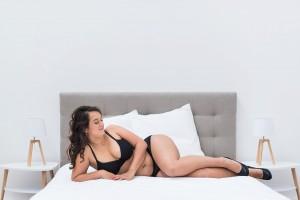 seance-photo-lingerie-nord-pas-de-calais-photographe-boudoir-lille-joli-jeu-de-jambes (14)